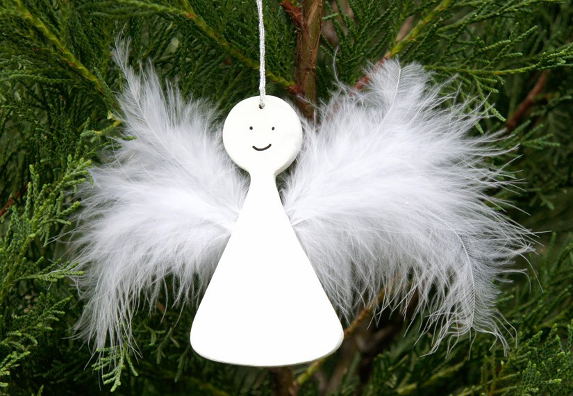 ange en bois et plumes